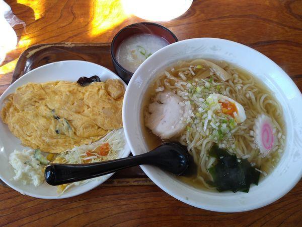 「ラーメン+海老とキクラゲの玉子炒め(Bランチ) 880円」@桂林の写真