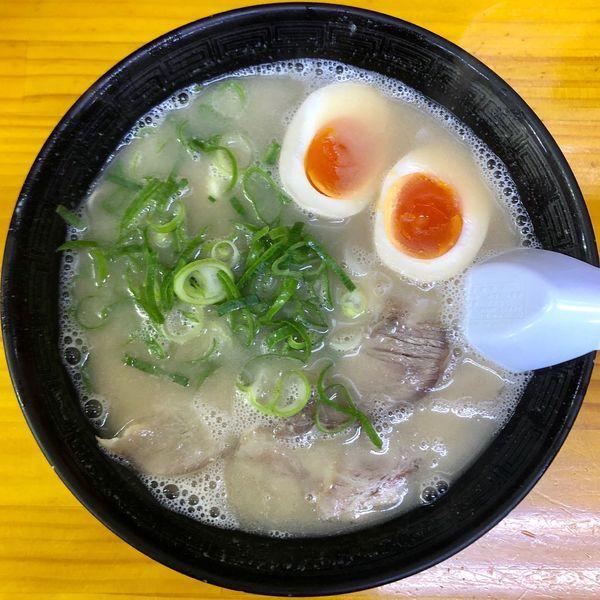 「煮玉子ラーメン (660円)」@長浜ナンバーワン 長浜店の写真