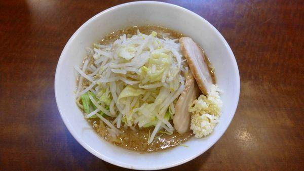 「ラーメン¥680/普通(麺、脂、味)¥0/にんにく。¥0」@ラーメン どんの写真