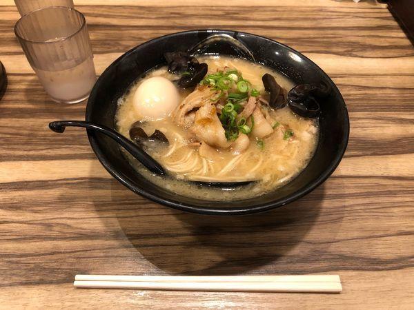 「濃厚島豚炙りそば味玉入り」@琉球島豚 麺屋なりよしの写真