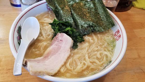 「豚骨醤油 太麺大盛り」@らぁめん 鶏支那屋の写真