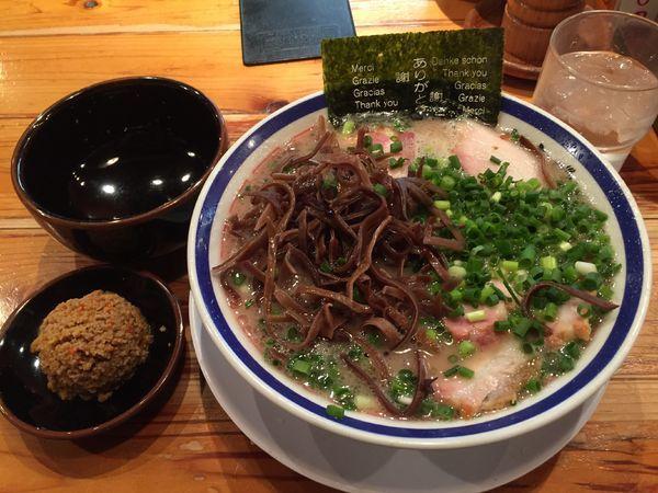 「ねぎチャーシュー麺+きくらげ+赤オニ+替玉×3」@博多長浜らーめん 田中商店の写真