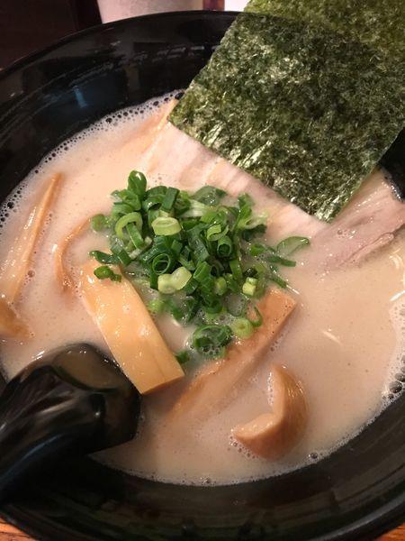 「豚骨(醤油)+メンマ」@博多とんこつラーメン しろひげの写真