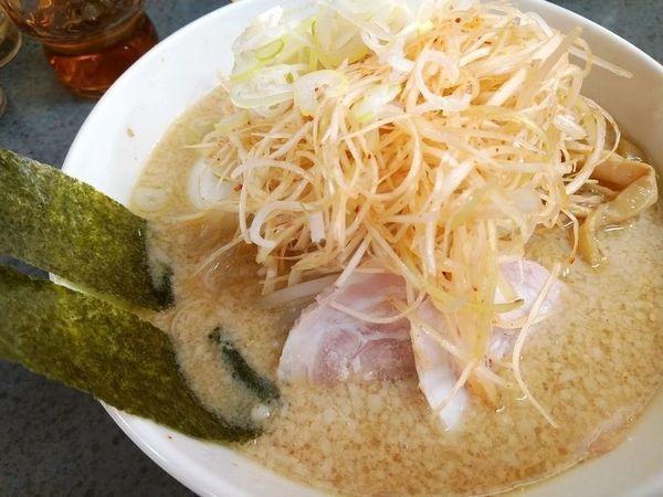 「ハッスル味噌ネギラーメン+味玉(半熟)」@ハッスルラーメンホンマ 亀戸本店の写真