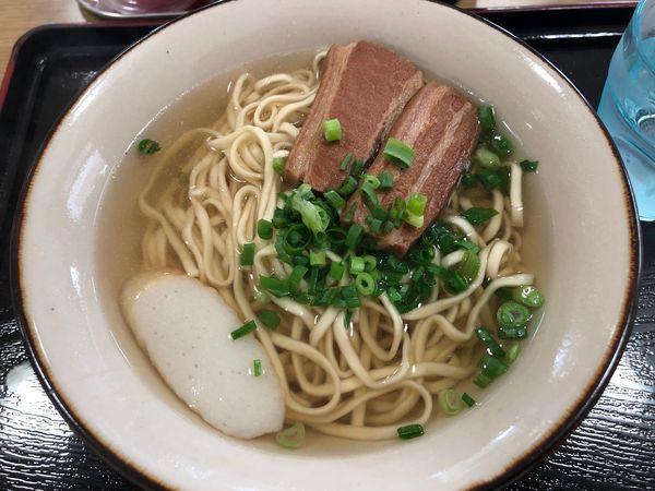 「三枚肉そば(大)¥700」@そば処 玉家 南風原店の写真