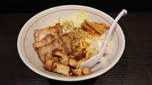 「限定 エビ風味の油そば・大盛り&肉増し」@三鷹食堂いなりの写真
