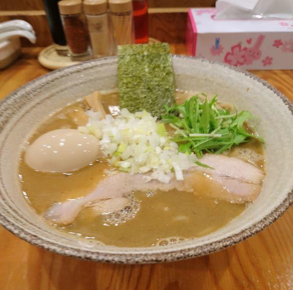 「魚介豚骨らーめん 中盛 味玉」@麺屋くおん 上里店の写真