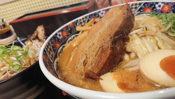 「旨トロ角煮味噌ラーメン」@味噌屋蔵之介 東松山店の写真