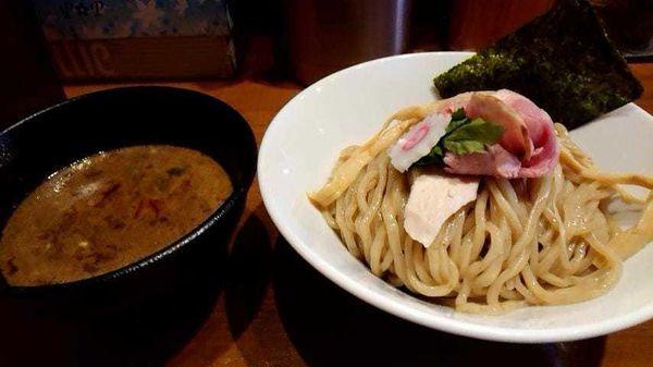 「濃厚魚介つけ麺大盛り800円(並と同じ料金)」@馳走麺 狸穴の写真