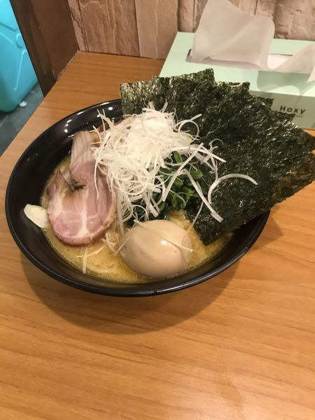 「特製豚骨醤油ラーメン 大盛り」@横浜家系ラーメン 志ぶ田家の写真