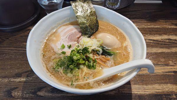 「醤油ラーメン大盛り 黒味玉(醤油味)」@RAMEN CIQUEの写真