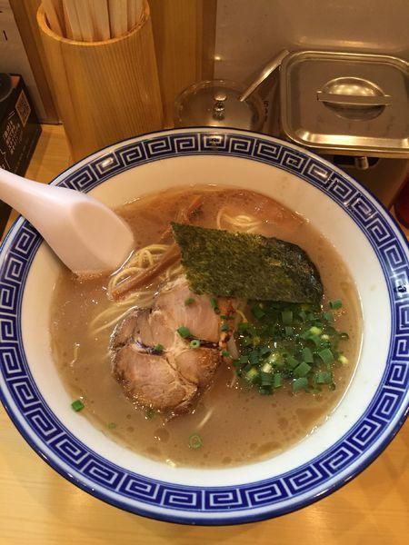 「豚骨ラーメン670円」@なかじまの写真