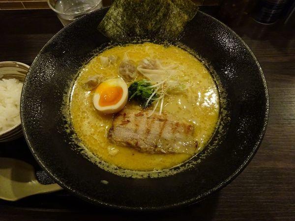 「カレーらぁ麺(ワンタン入り)」@なんだっ亭の写真