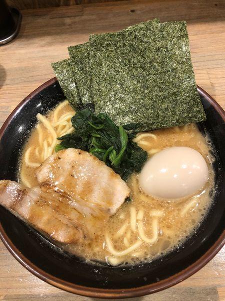 「味玉ラーメン並、硬め濃いめ」@横浜家系ラーメン 革麺家の写真
