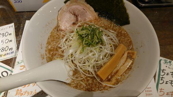 「魚介しょうゆラーメン 鯖 730円 (背脂あり)」@俺らラーメン ちょもらんまの写真