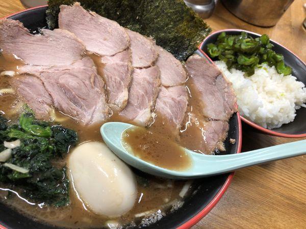 「チャーシューメン大+味玉」@麺家 紫極の写真