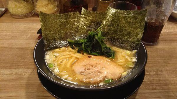 「豚骨ラーメン醤油」@横浜家系ラーメン 武骨家 水戸エクセル南店の写真