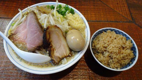 「背脂煮干しそばX(780円)+味玉(100円)+煮干しご飯」@初代青樹の写真