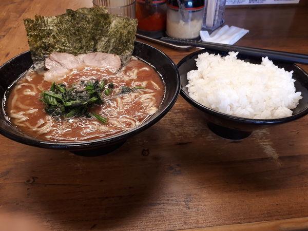 「ラーメン(味濃め、油多め)」@横浜家系らーめん 武道家 吉祥寺店の写真