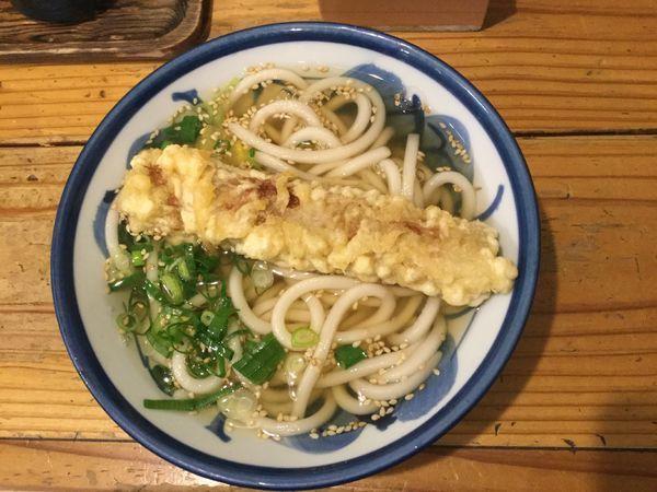 「かけうどん(¥320・ちくわ天サービス)」@ゆず屋製麺所の写真
