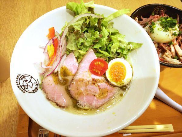「【Handicraft Works】バジル香る鶏そば 950円」@むぎくらべの写真