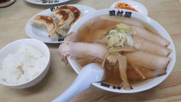 「チャーシュー麺 餃子5個」@田村屋の写真