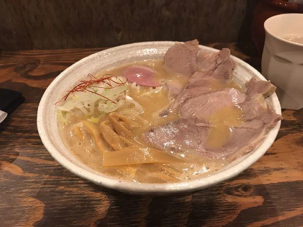 「ラーメン+塩煮豚トッピング」@西中島 光龍益の写真