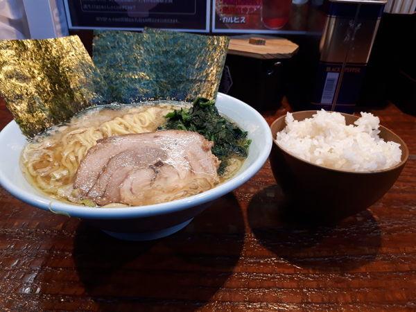 「ラーメン(味濃め、油多め)」@横浜家系ラーメン いとし家の写真