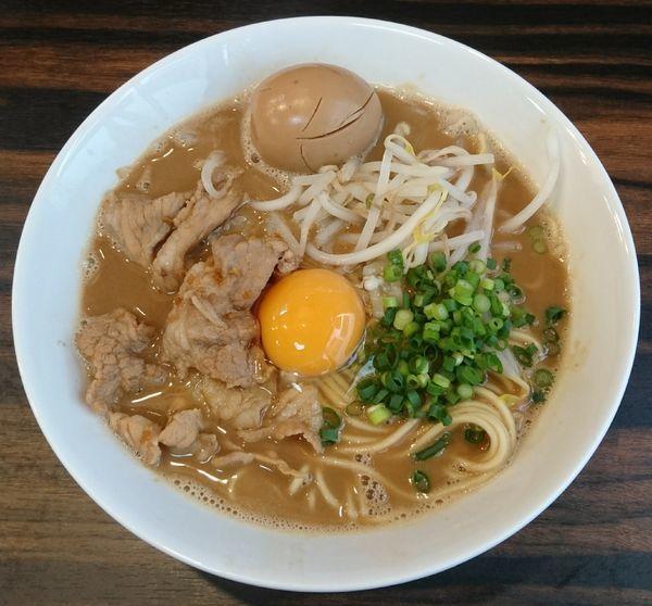 「【限定】徳島中華そば(生卵入り)+固ゆで卵」@中華そば 梟の写真