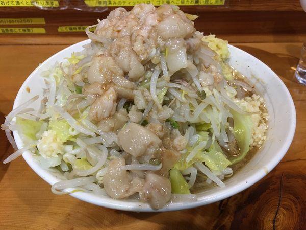 「小ラーメン(野菜、にんにく、あぶら)、生卵」@ラーメン 滋悟郎の写真