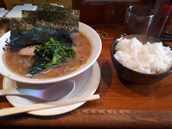 「ラーメン(味濃め、油多め)」@横浜家系ラーメン つばさ家 立川店の写真
