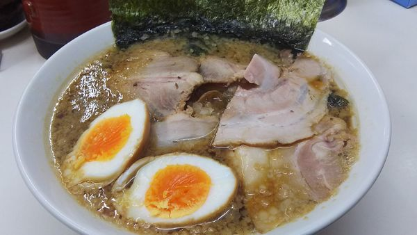 「チャーシュー麺¥900+味タマ¥50」@三五八式の写真
