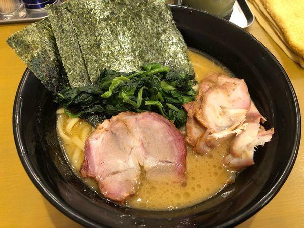 「ももチャーシュー麺大盛1110円、硬め濃いめ」@横浜家系ラーメン 志ぶ田家の写真