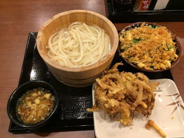 「釜揚げ(並)+野菜かき揚げ+ご飯」@丸亀製麺 大宮すずらん通り店の写真