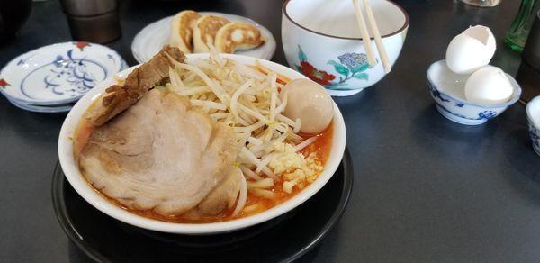 「極太麺(辛味噌)、味玉、サービスギョーザ」@麺屋 とん嬉の写真