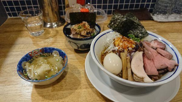 「特製油そば玉カラとチャーシュー丼」@手打式 超多加水麺 ののくらの写真
