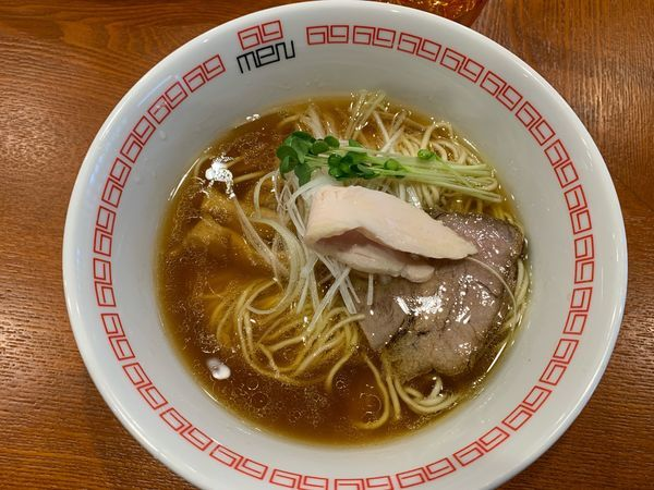 「醤油らぁ麺780円」@noodle kitchen 六九麺の写真