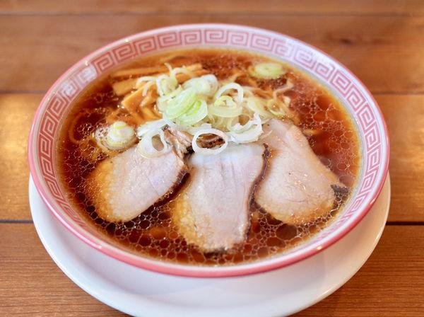 「中華そば…700円(太麺に変更)」@麺切り 白流の写真