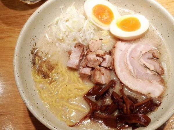「味玉入り味噌らーめん」@つじ田 味噌の章 飯田橋店の写真