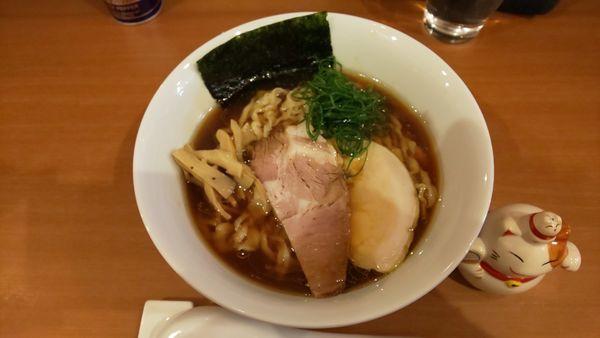 「醤油ラーメン(大盛り無料)」@自家製手もみ麺 鈴ノ木の写真