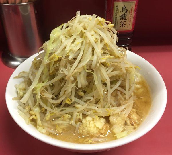 「ラーメン豚入り(豚4枚)ニンニク少しアブラ+ウーロン茶」@ラーメン二郎 ひばりヶ丘駅前店の写真