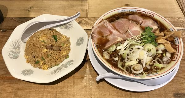 「サバ醤油そば半やきめしセット」@サバ6製麺所 成城学園前店の写真