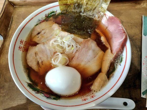 「全部乗せ煮干ソバ(醤油)」@ラブメン 読谷 POPUP STOREの写真