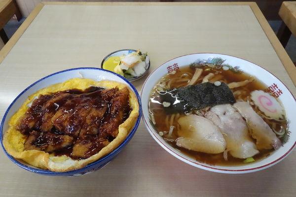 「ラーメン+ソースかつ丼」@すずや食堂の写真