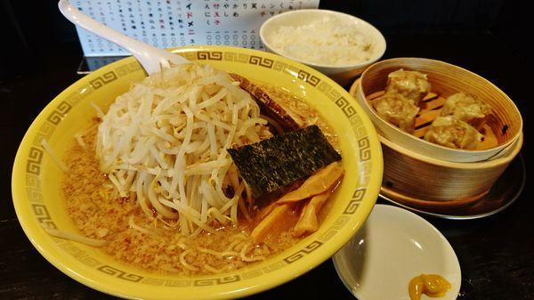 「もやし麺+大盛り+ホクホク焼売+ライス」@中華麺 江川亭 昭島店の写真