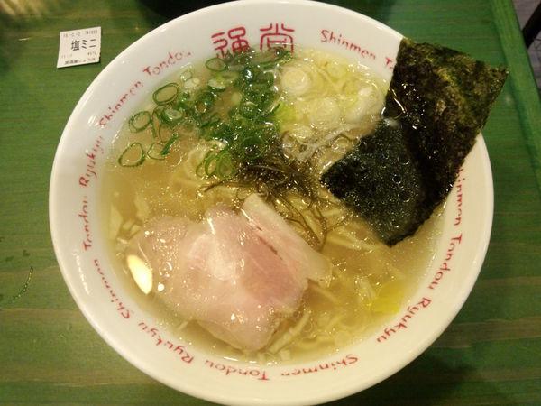 「通堂うま塩ラーメン おんな味 ミニ570円」@居酒屋 りょう次 横浜ラーメン博物館店の写真