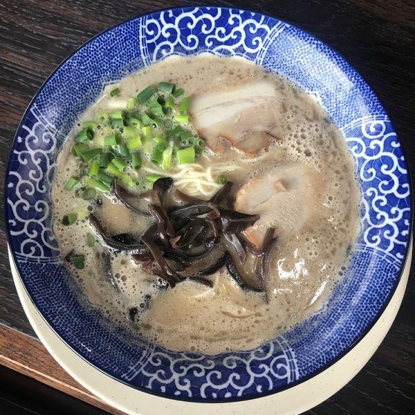 「博多とんこつ 肉有り 650円」@博多ラーメン とみたの写真