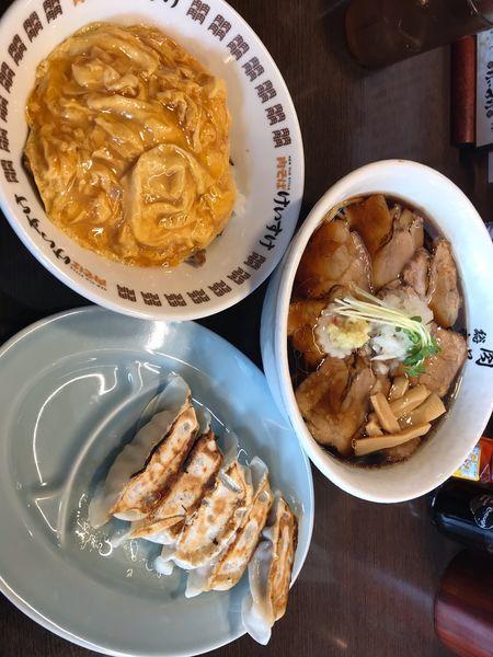 「肉そば醤油、エッグライス、ギョウザ」@肉そば総本山 神保町 けいすけの写真
