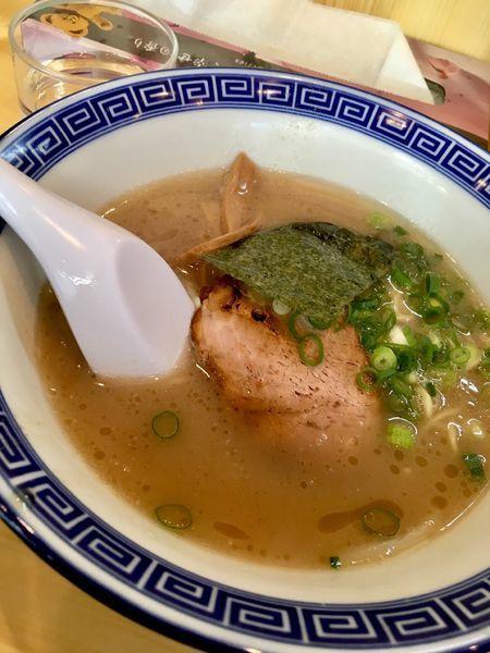 「とんこつラーメン(670円)半麺もやし抜き」@なかじまの写真