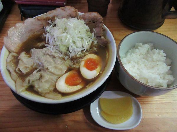 「限定 カレーワンタン麺(800円)+小ライス+豚」@麺屋 とん嬉の写真